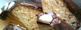 Bakaliowa babka drożdżowa z migdałową polewą