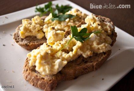 Jajecznica na kanapce