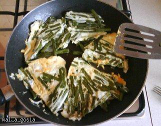 Fasolka szparagowa zapiekana w jajku (z patelni)