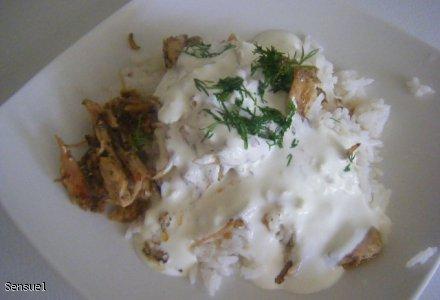 Kurczak gyrosowy z sosem czosnkowym i ryżem