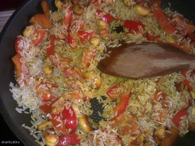 Ryż z nerkowcami i papryką - Pulao