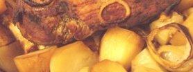 Pieczona szynka z ziemniakami
