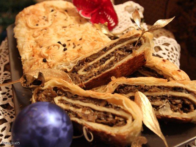 Kulebiak z kiszoną kapustą i grzybami