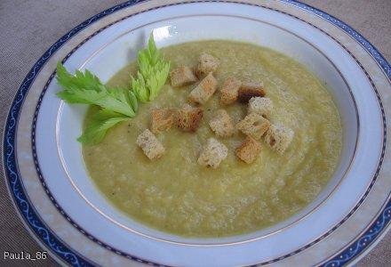 Kremowa zupa z selera naciowego z grzankami