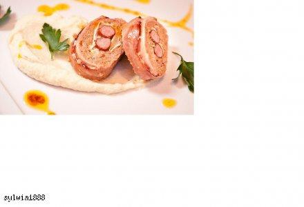 Pieczeń z kozim serem i kabanosem podana z musem z pietruszki aromatyzowanej truflami