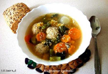 Zupa z klopsikami łososiowymi i warzywami