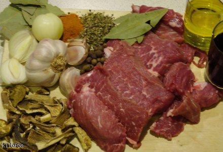 wołowina w sosie winno-borowikowym