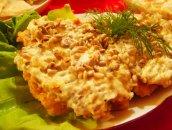 Chrupiący filet rybny z sosem czosnkowym i ziarnami słonecznika