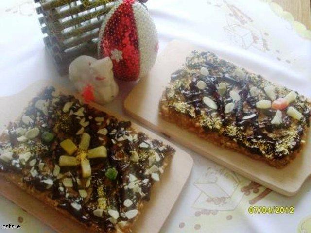 Ekspresowy mazurek z orzechami laskowymi i czekoladą