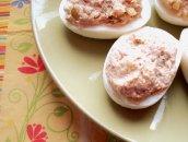 Faszerowane jajka tuńczykiem i ogórkiem