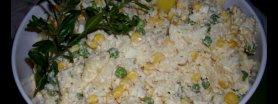 Sałatka chrzanowa z ananasem i mrożonym groszkiem