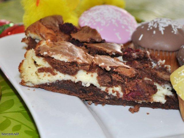 Sernik-brownie z malinami