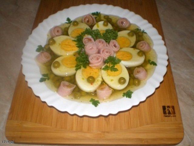 Jajka z groszkiem w galarecie