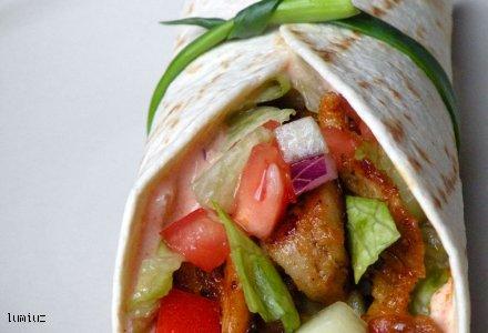 Tortlilla z kurczakiem i warzywami