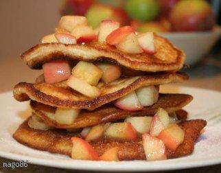 Pancakes z karmelizowanym jabłkiem.