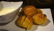 zapiekane ziemniaczki z sosem czosnkowym
