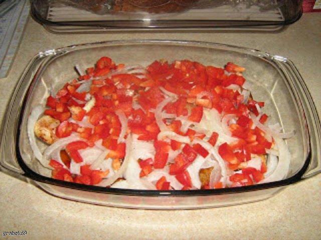 Obiad z udkami kurczaka,papryką i cebulką
