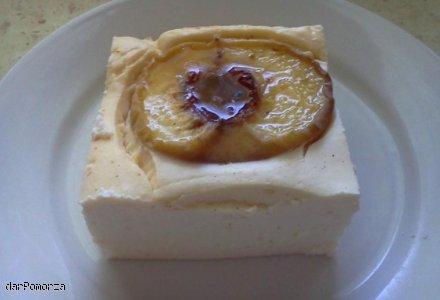 Dietetyczny sernik z brzoskwiniami