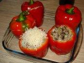 Papryka faszerowana z sosem pomidorowym