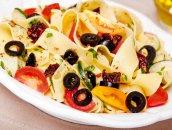 Czarno czerwone wstążki makaronowe czyli oliwka i pomidor!