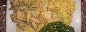 Kurczak w sosie śmietanowym z ciepłym szpinakiem