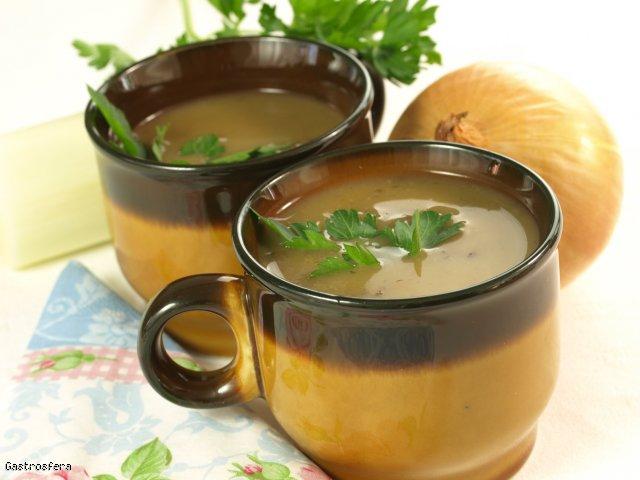 Cebula niejedno ma imię! – zupa cebulowa z makaronem ryżowym