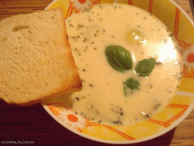 Zupa serowa z grzankami :)