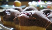 Dwukolorowe muffiny z wiśniami