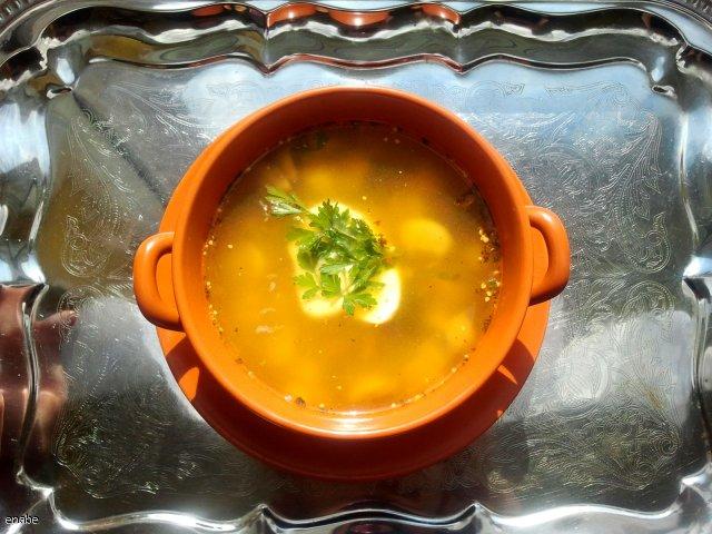 Pikantna zupa pieczarkowa z ziemniakami