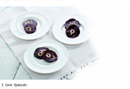 Magiczne czekoladowe krążki  z hiszpańskimi oliwkami