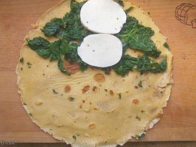 Pełnoziarniste naleśniki ze szpinakiem i mozzarellą