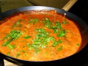 Klopsiki z pietruszką w sosie pomidorowym.