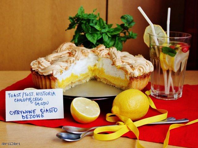 """Cytrynowe ciasto bezowe z filmu """"Toast"""" / """"Tost. Historia chłopięcego głodu""""."""