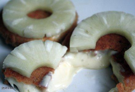 Camembert w panierce z ananasem