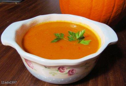 Rozgrzewająca zupa dyniowa z papryczką chilli