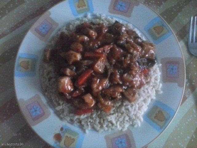 Kurczak na ostro z brązowym ryżem