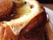 Francuska cebulowa w chlebie