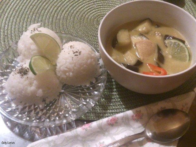 Green curry z kurczakiem.