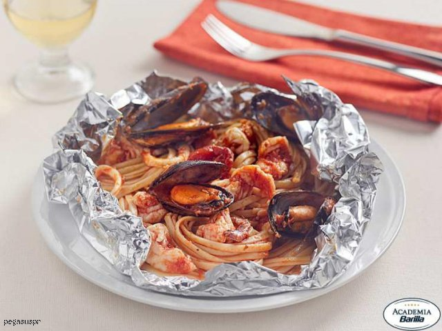 Bavette z owocami morza zapiekane w folii