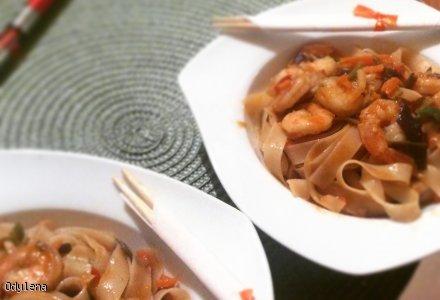 Pad Thai - makaron ryżowy smażony z krewetkami