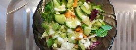 Sałatka z miodowym sosem vinegret