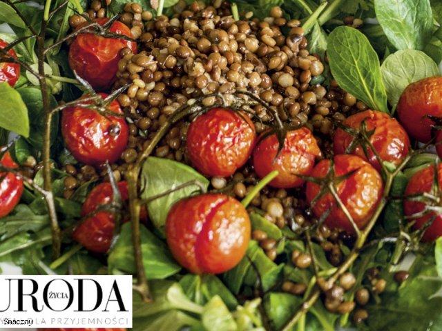 Uroda Życia poleca: zielone liście, soczewica ipieczone pomidory
