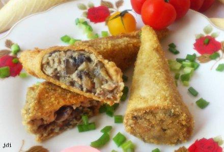 Krokiety z rożków waflowych (nadziewane mięsem i pieczarkami)