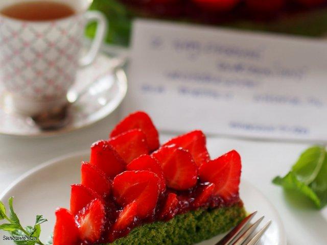 Zielona tarta z truskawkami