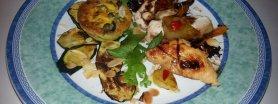 Muffiny wytrawne z pomarańczową polędwiczką w sosie czekoladowo-imbirowym, oprószone prażonymi migdałami