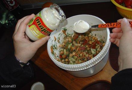Sałatka z cieciorką, marchewką i koperkiem