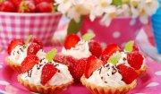 Mini tarty z kremem mascarpone i truskawkami