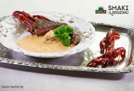 Stek z polędwicy wołowej z sosem rakowym