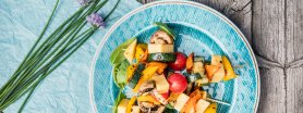 Szaszłyki z serem edamskim i grillowanymi warzywami