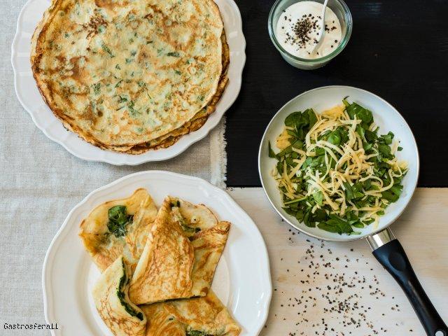 Naleśniki ze szpinakiem, serem żółtym i sosem serowo - śmietanowym